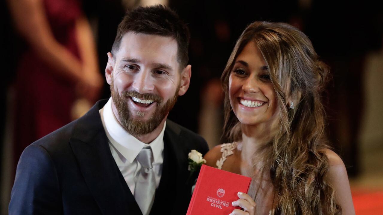 Messi-y-Antonella-Roccuzzo-casamiento-libreta-1920-2
