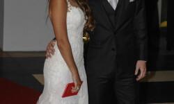 Messi-y-Antonella-Roccuzzo-casamiento-libreta-beso-SF-4