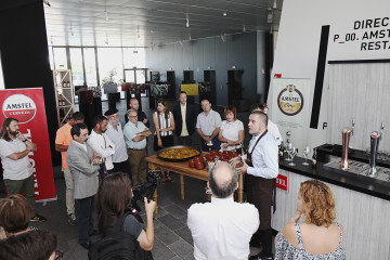 Colaboradores y Socios de Honor junto a Iñaki Suárez, Presidente de la Asociación de Sumilleres de Euskadi y Beer Coach.