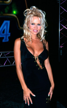 SYDNEY, AUSTRALIA - DECEMBER 1994:  American actress Pamela Anderson arrives at the CCAM Awards, December 1994 in Sydney, Australia. (Photo by Patrick Riviere/Getty Images)