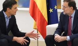 Pedro Sánchez avisa a Rajoy de que si no habla con Puigdemont, él tomará la iniciativa.