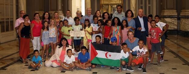 Recepción de niños y niñas saharauñis.