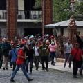Simpatizantes chavistas irrumpen en el Parlamento de Venezuela y agreden a los diputados opositores.