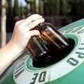 Un centenar de establecimientos costeros de la ciudad participan en la campaña 'Toma nota. Recicla vidrio'.