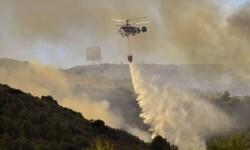 Unas 400 personas han sido desalojadas por un incendio forestal en Riotinto, en Huelva.