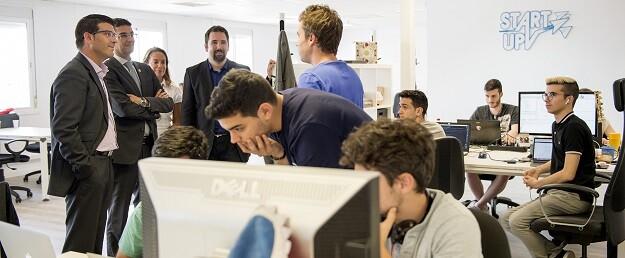 Visita reciente de Jorge Rodríguez a jóvenes emprendedores de la Universitat Politècnica de València.