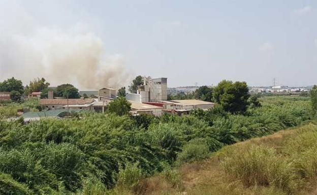 incendio-paterna-U213734463450nqE-U40350591284jhC-624x385@Las Provincias-LasProvincias