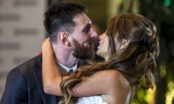 Argentine football star Lionel Messi and bride Antonella Roccuzzo pose for photographers during their wedding at the City Centre Complex in Rosario, Santa Fe province, Argentina on June 30, 2017.