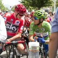 Chris Froome, con el maillot rojo, toma la salida de la séptima etapa desde Lliria.