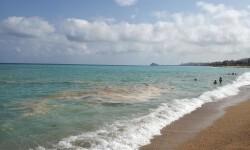 Compromís pide informes que aclaren el origen de la contaminación que se da en las playas del Maestrat