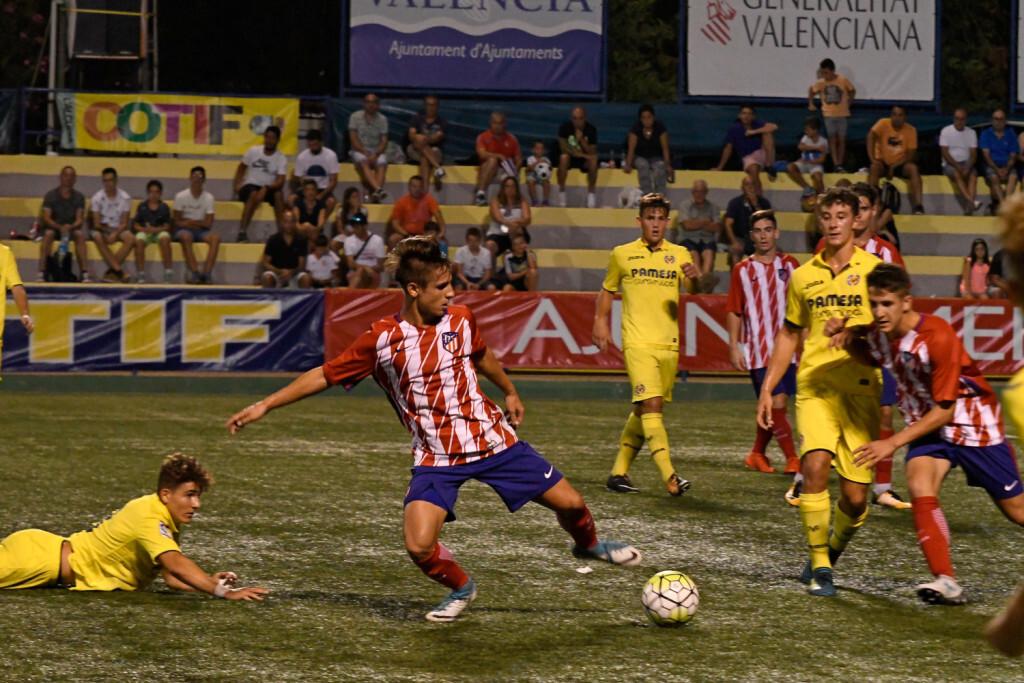 El Atlético golea al Villarreal y jugará las semifinales como primero de su grupo