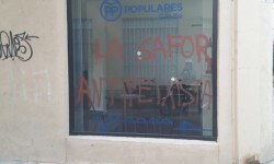 El PP valenciano condena las pintadas aparecidas en la sede del PP de Gandía (1)