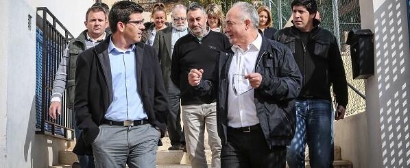 Jorge Rodríguez, junto con alcaldes de la comarca, en una de sus recientes visitas al Rincón de Ademuz.