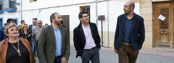 Jorge Rodríguez y los diputados Mercedes Berenguer y Pablo Seguí durante una visita a Titaguas el pasado mes de marzo.