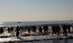 La II edición solidaria de la Travesía a Nado Playa de la Patacona calienta motores en Alboraya (2)