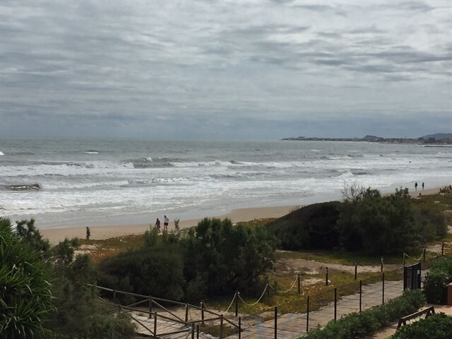 La playa de Les Deveses prácticamente desaparece por el temporañ y se cierra la Granadella