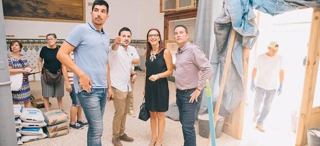 Maria Josep Amigó visitó la Casa de la Mutua acompañada del alcalde de Xiva, Emilio Morales.