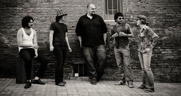 Miembros del grupo musical 'A contra blues'.