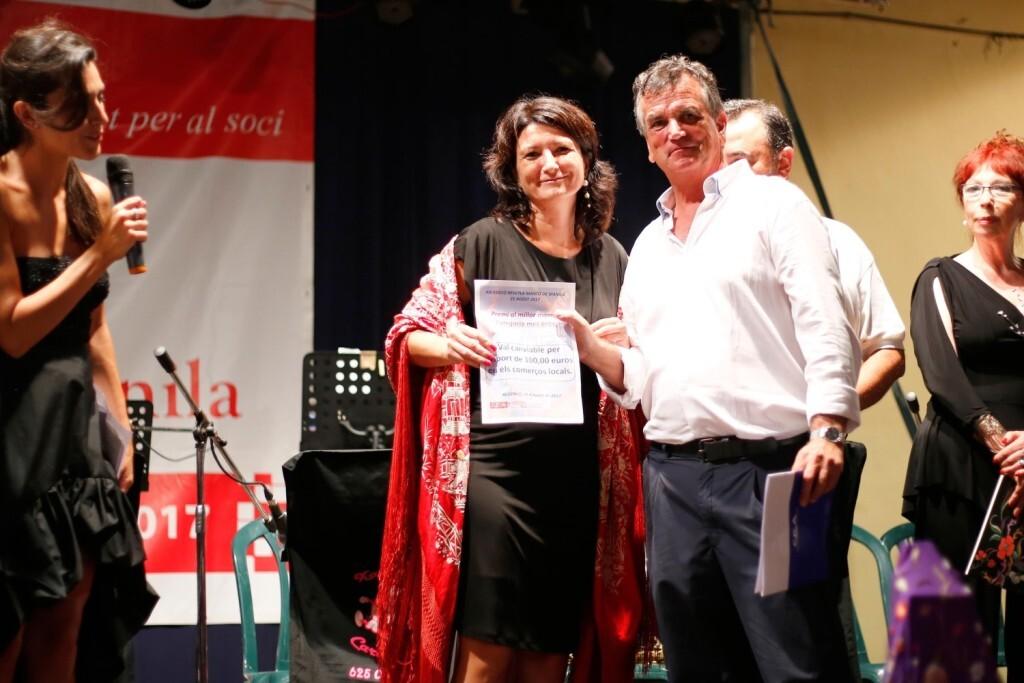 Salvador Escutia, presidente de la C.E.A., entregando los premios
