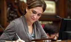 Ada Colau paraliza la cesión de locales del Ayuntamiento para el referéndum catalán.
