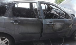 Arde un coche el Peset Aleixandre en Valencia (1)