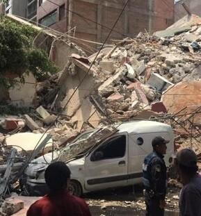 Edificio destruido por el terremoto.