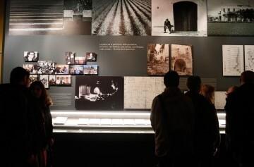 El Museu Valencià d'Etnologia lleva la muestra Joan F. Mira. L'ofici de mirar i escriure a la UJI de Castellón.