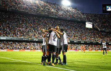 El Valencia goleada al Málaga (5-0).