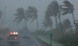 El huracán Irma entra en Puerto Rico tras provocar una devastación en las Antillas Menores.