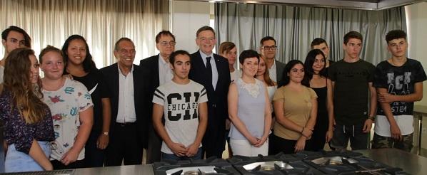 El president visitó el instituto de secundaria de Los Montesinos.