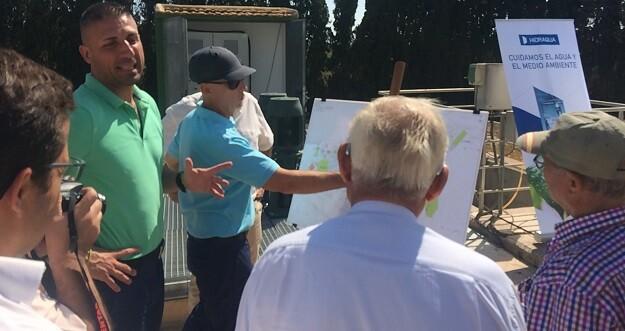 Esta labor es posible gracias al Plan Municipal de Utilización de Agua Regenerada procedente de la E.D.A.R. San Fulgencio-Dayas puesto en marcha por el ayuntamiento e Hidraqua.