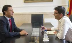 Jorge Rodríguez se despide del cónsul de Ecuador tras una etapa marcada por la cooperación.