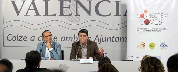 Jorge Rodríguez y el diputado Bartolomé Nofuentes en la presentación del programa de Gestión y Retención del Talento.