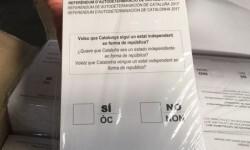 La Guardia Civil requisa en Igualada cien urnas y 2,5 millones de papeletas.