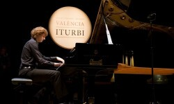 La Orquesta de València acompaña a los diez semifinalistas del Premio Iturbi.