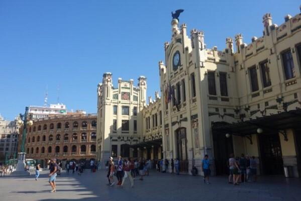 La estación València Nord de Adif acoge una exposición de filatelia sobre temas ferroviarios.