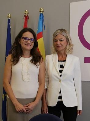 Mónica Oltra y Gabriela Bravo.