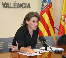 María Oliver.
