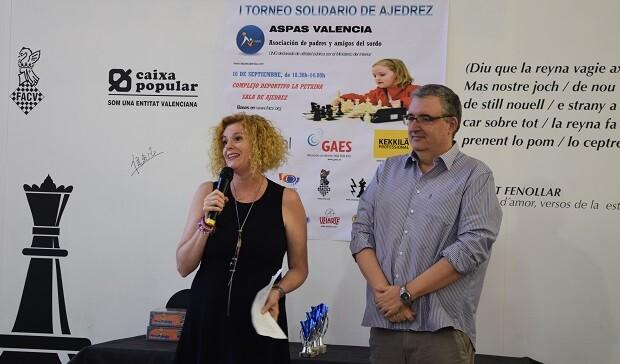 Mari Perez vicepresidenta de la asociación ASPAS y Luis Barona vicepresidente de la FACV inauguraron el torneo. 6