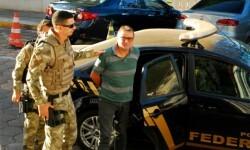 1061892-cesare-battisti-arrive-au-siege-de-la-police-a-corumba-dans-l-ouest-du-bresil-le-5-octobre-2017