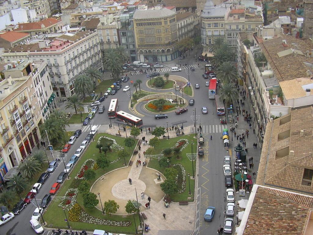 1200px-Plaça_de_la_reina,_València,_Valencian_Country