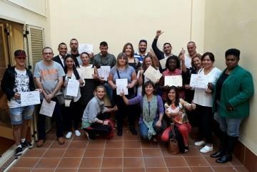 15 personas consiguen trabajo después de los cursos de inserción para personas vulnerables.