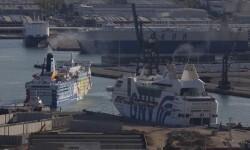 Barcelona 20 09 2017  Politica   El barco Moby Dada  izq  y el Rhapsody donde se alojaran miembros de la Guardia Civil y Policia Nacional en el puerto FOTO de JULIO CARBO