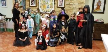 Agrupación La Seu-Xerea-El Mercat celebra Halloween con los más peques (1)