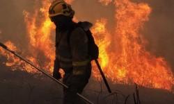 Al menos tres muertos en los incendios que azotan Galicia.