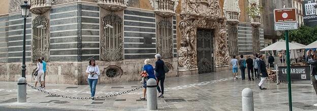 Cadena protectora en Marqués Dos Aigües.