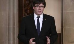 Carles Puigdemont acusa al rey de ignorar a millones de catalanes indicándole-'Así, no'.