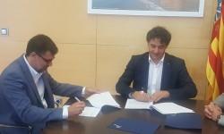 Colomer firma el convenio con la Asociación de Hoteles y Alojamiento Turístico de Alicante Sur para promocionar la oferta hotelera de la Vega Baja