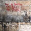 El Ayuntamiento inicia la eliminación de pintadas en cinco puentes históricos sobre el jardín del Turia.