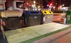 El Ayuntamiento instala las primeras plataformas de accesibilidad a los contenedores en Montolivet.